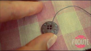 Ce tuto vous explique comment coudre, à la main, un bouton à 4 trous en faisant des coutures parallèles. La plupart des vêtements achetés en magasin portent ...