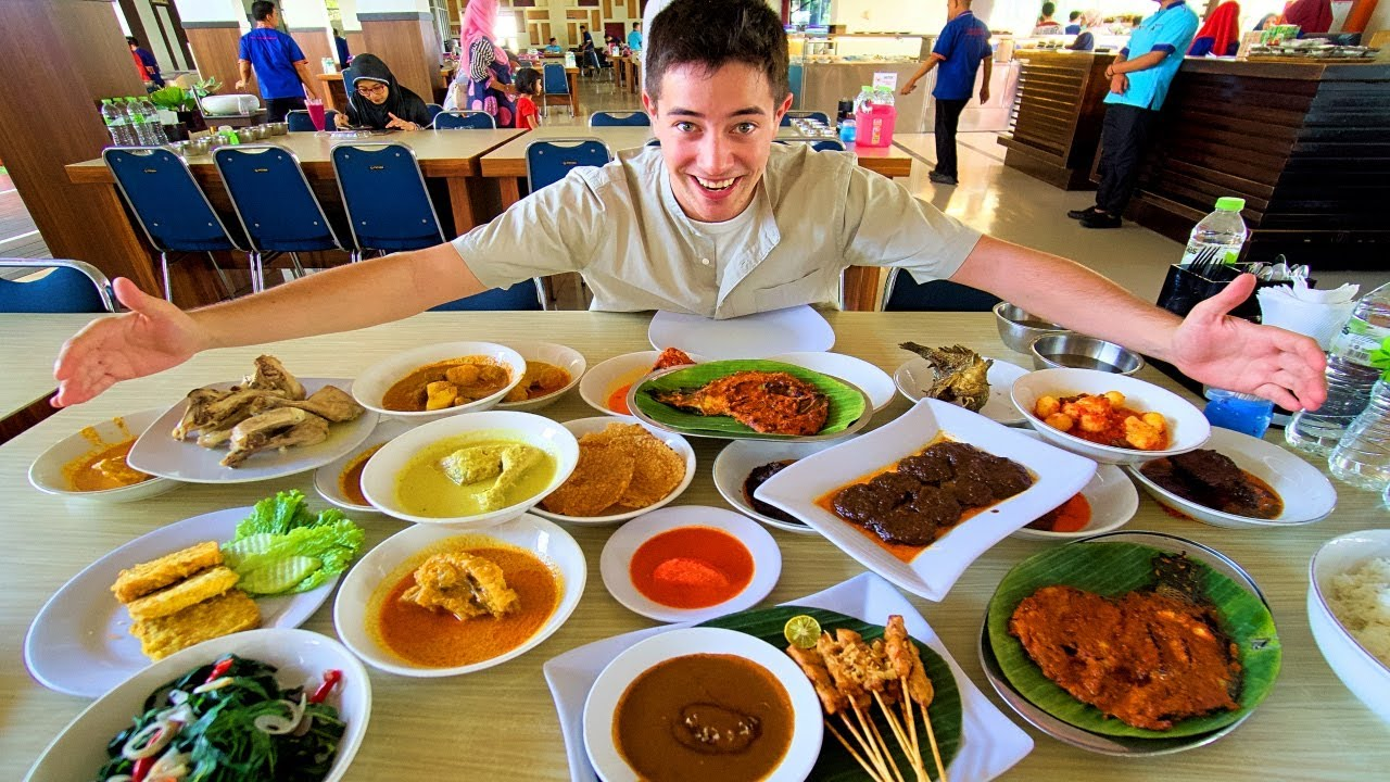 Indonesian Food In Padang World S Best Halal Restaurant Nasi Padang In West Sumatra Spicy Youtube