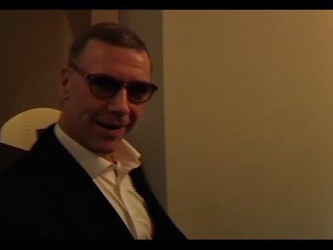 Här har Mikael Persbrandt precis fått sin fängelsedom