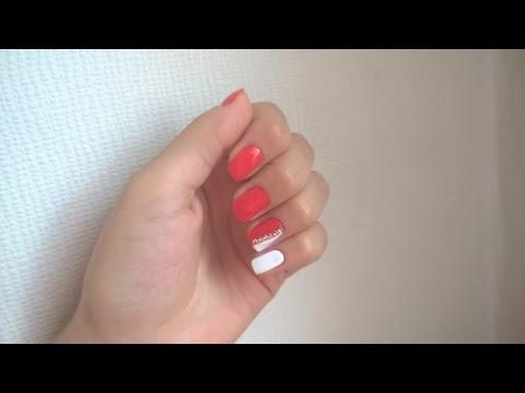 Красно белые ногти со стразами