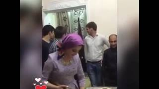 Красивая Аварская невеста готовит хинкал для гостей топором ДАГЕСТАН 2016 [типичная Махачкала]