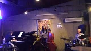 2018年6月 CROSS ROAD にて It' easy to remember https://mihara-jazz....