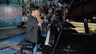 電鉄駅で男子高校生がストリートピアノを弾き始めたら..