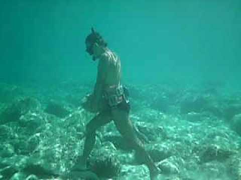 Come camminare sott 39 acqua youtube for Incollare sott acqua