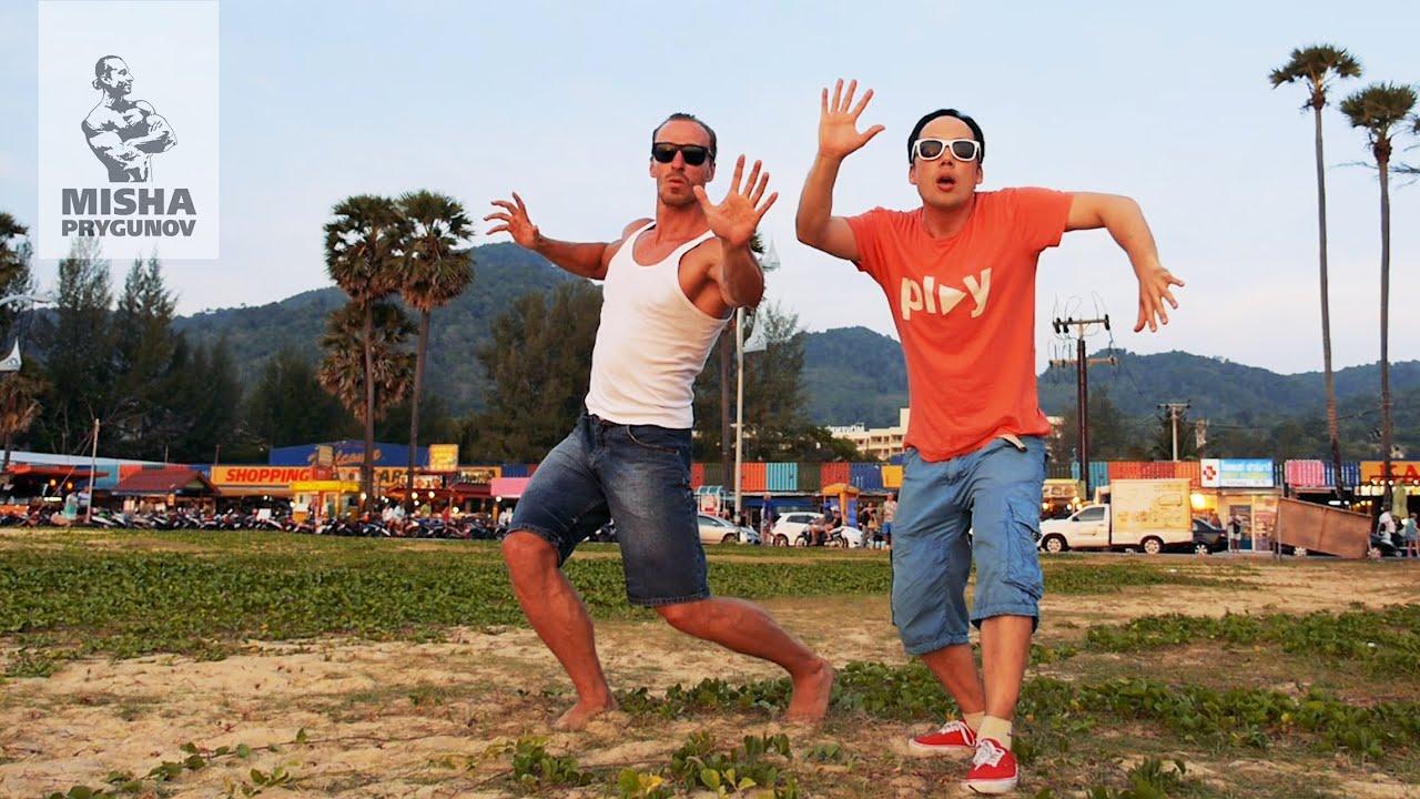 """Thai ROBOT"" - crazy beach dancers!"