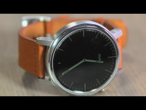 Moto 360 review: A worthy successor to last year's model, but not perfect