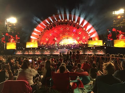 2017 Boston Pops playing Tchaikovsky's 1812 Overture with Howitzer Canons
