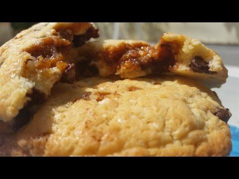 cookies-aux-pépites-de-chocolat-fourrés-au-caramel