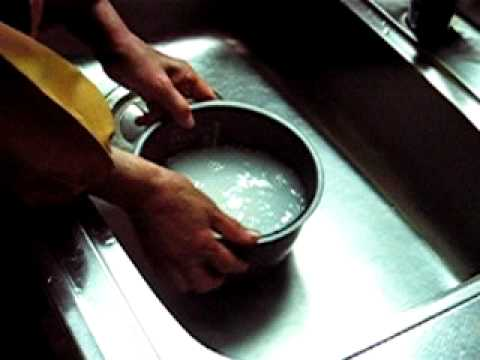 How to wash rice for a Japanese rice cooker
