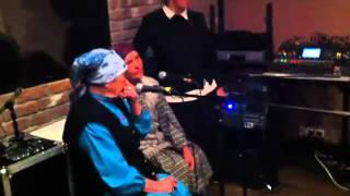 Тимати ft. Бурановские Бабушки на студии(Музыкальный лейбл RAIDA.pro info@raida.pro консультации, продакшн и промоушн хип-хоп исполнителей INDARAP - канал о молоде..., 2011-07-04T15:08:27.000Z)