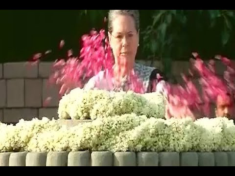 Delhi: Sonia Gandhi pays tribute to Rajiv Gandhi on his birth anniversary