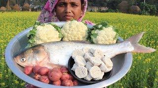 Cauliflower and Silver carp Curry in Village Style Farm Fresh Cauliflower Cooking Village Food