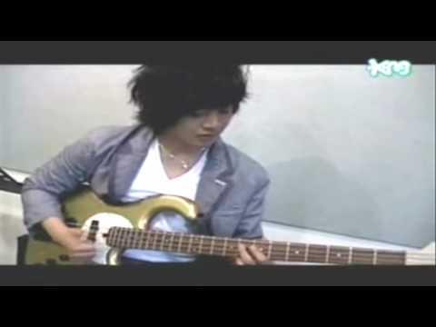 instruments played by leader kim hyun joong