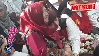 Hot News! Moment Haru Saat Roro Fitria Baring di Pundak Ibu - Cumicam 31 Agustus 2018