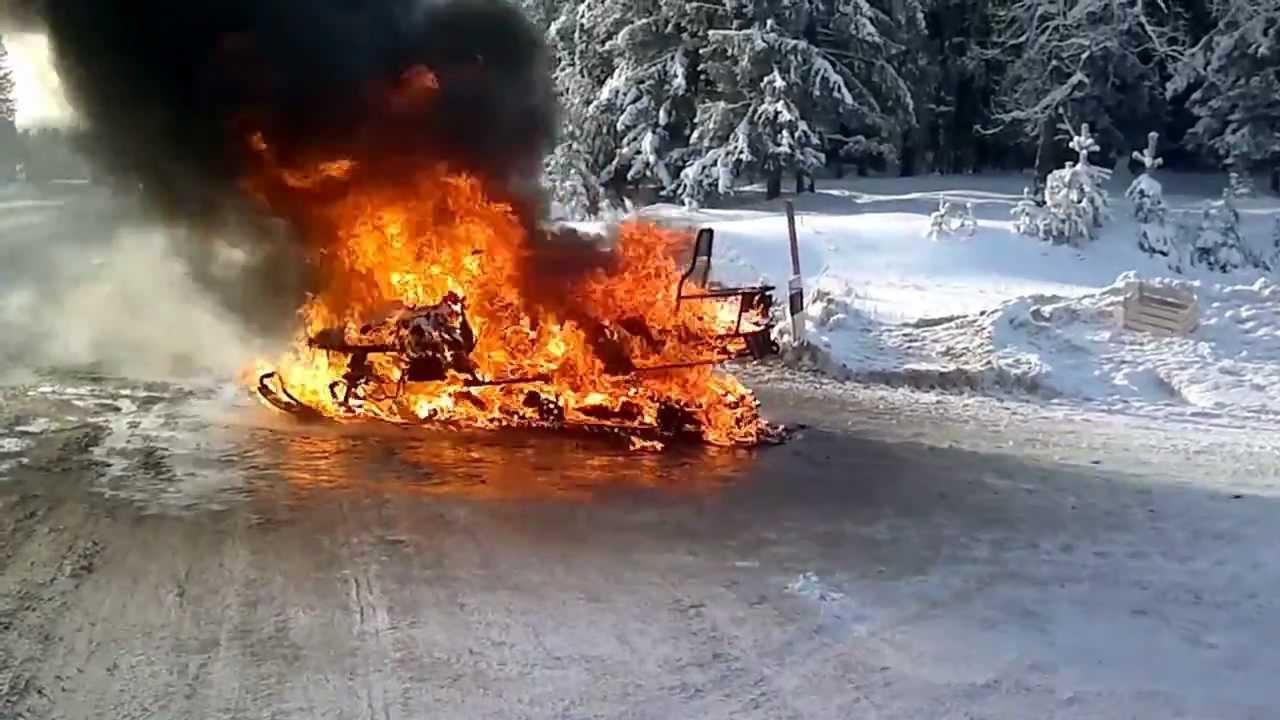 Картинки по запросу сгорел снегоход фото