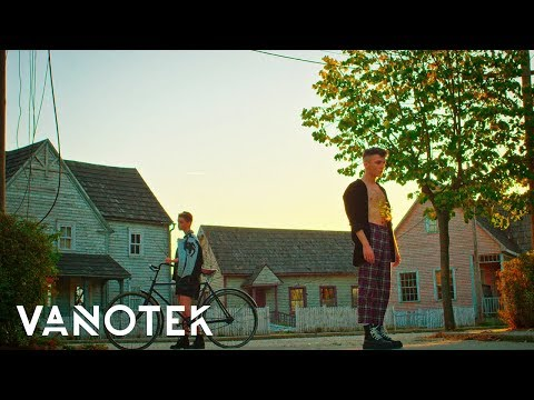 Смотреть клип Vanotek - Cherry Lips (Feat. Mikayla)