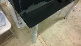 Чёрный стеклянный стол