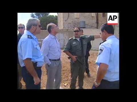 Israelis erect border between Jerusalem and Bethlehem