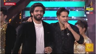 amaal mallik and varun dhawan perform to ashiq surrender hua at the 9th mirchi music awards rsmma