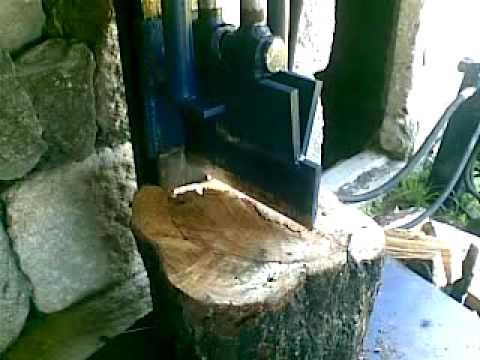 Cortadora de le a splitting wood youtube for Maquina de astillar lena