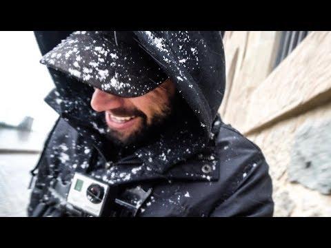 Hay formas y formas de hacer un reportaje de la nevada en el Tibidabo de Barcelona que cayó el pasado 8 de Febrero de 2018. Esta es una de esas que define el espíritu de un caza-tormentas. Abel Rincón, un conocido youtuber, nos relata su apasionante aventura y nos regala, además, unas espectaculares imágenes grabadas en un dron. Sin duda una forma única de captar la preciosa nevada que cayó en la cima de la montaña mágica, en el templo del Sagrado Corazón del Tibidabo.