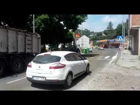 Un camión con abono de coello perde a súa carga en Rodeiro