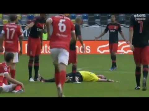 Refeere knocked out by Luisao . Fortuna Düsseldorf - Ben.Lissabon  Spielabbruch