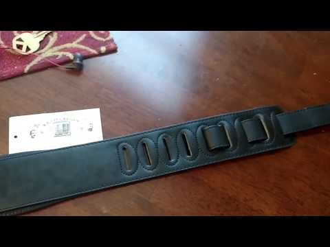 Walker and Williams G-907 Ball Glove Leather Padded Guitar Strap Review