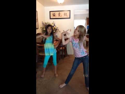 Jamie n Autumn Dancing To Womanizer