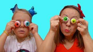 Anabella si mama se distreaza cu ochi din  jeleu | Sketch | Video pentru copii