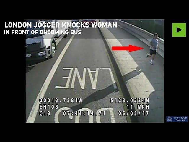Buscan al 'runner' que empujó a una mujer a la carretera y casi es atropellada por un autobús