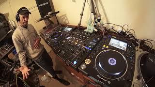 SIMPLE BEGINNER DJ CUTTING TUTORIAL USING DRUM AND BASS DnB