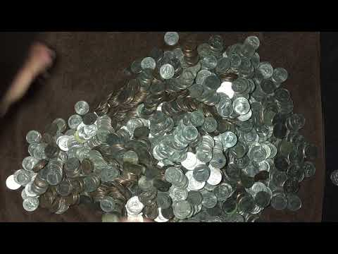 Old 90% Silver Commemorative And More Found In A $1,000 Bank Bag Of Half Dollars!