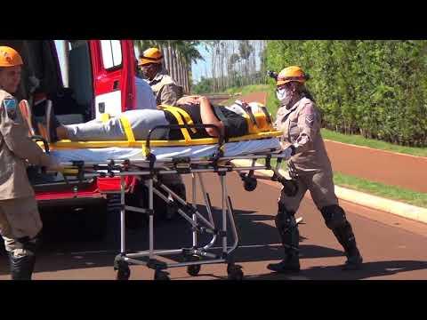 Motorista perde controle e colide em muro de residencial de luxo em Dourados