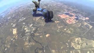Парень потерял сознание во время прыжка с парашютом