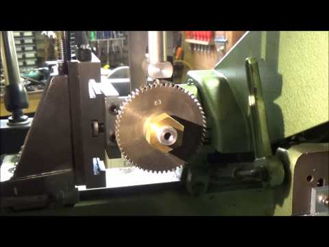 Cutting gears with a lathe