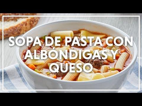 Sopa de Pasta con Albóndigas y Queso