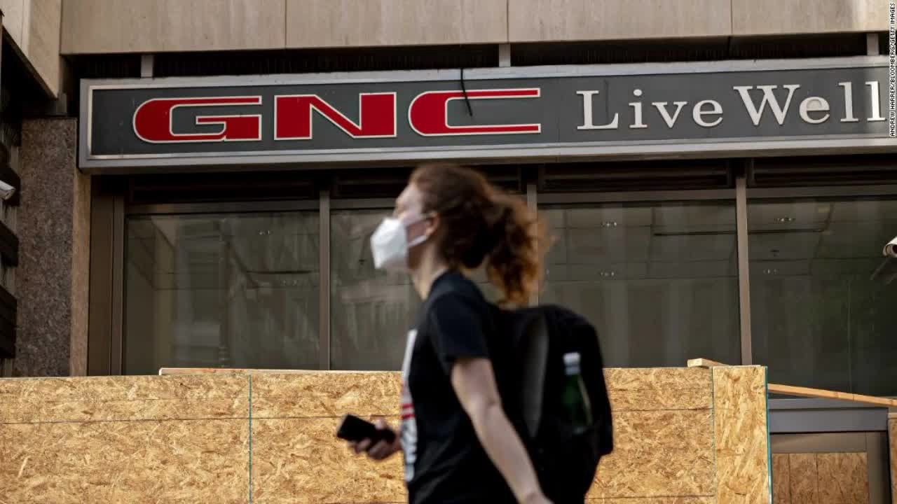 GNC files bankruptcy; plans closings