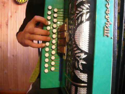 Чёрный бумер  - разбор песни на гармони.