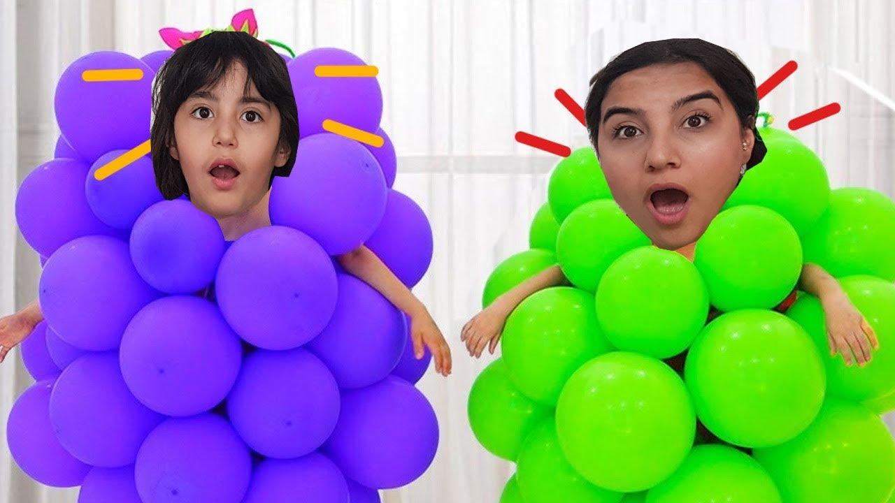 Şişme Oyuncaklarla Oynuyor اللعب مع البالونات