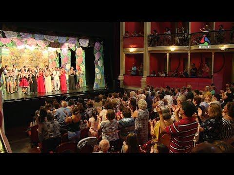 Variedades do Porto Judeu enchem Teatro Angrense - Terceira Dimensão 1265