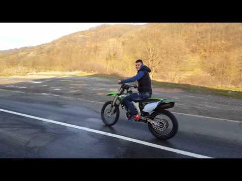 Kawasaki KX450F 2011 Wheelie