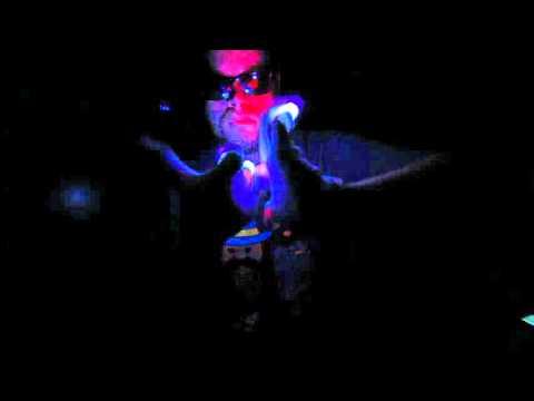 Depth Perception is Key - [PM] Ice Kream Teddy Glove Light Show