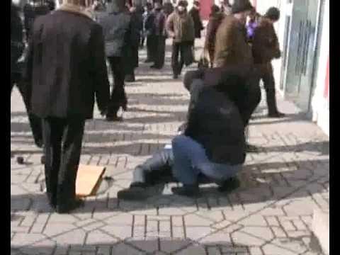 видео: Задержание группы «наперсточников»