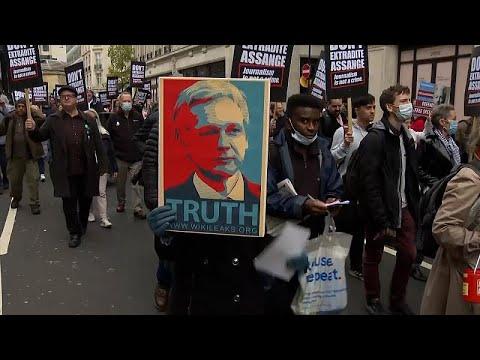 أسانج إلى الأضواء مجددا.. مسيرة تأييد لمؤسس ويكيليكس في لندن عشية البت في قرار ترحيله إلى أمريكا  - نشر قبل 52 دقيقة
