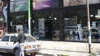 Violento robo de motochorros en una casa de deportes en Los Hornos