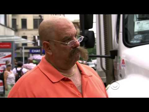 Undercover Boss - Modell's Sporting Goods S4 EP1 (U.S. TV Series)