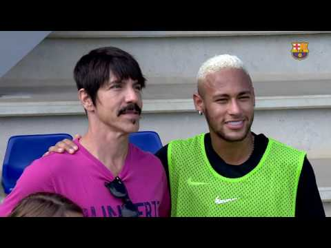 Neymar meets Red Hot Chilli Peppers lead singer Anthony Kiedis