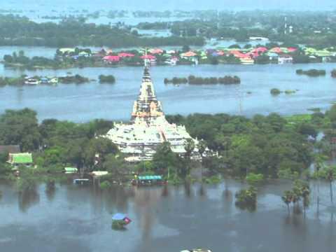 Floods kill hundreds in Southeast Asia