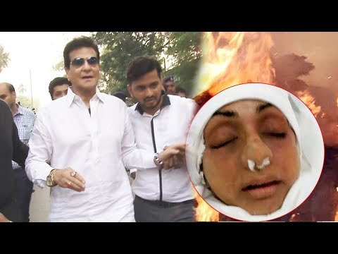 Emotional Jeetendra Breaks Down At Sridevi's Funeral In Mumbai